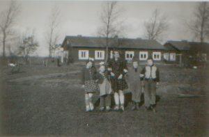 barakken-op-achtergrond-begin-jaren-zestig-joodswerkdorp