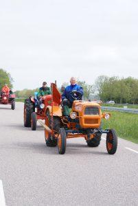 april 2014 Toer tocht met verzamelaars van Texel. Gerrit Rosa op oranje trekker