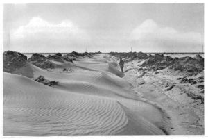 Drooglegging Wieringermeer, stuifzand in pas gegraven greppels. Beeldbank Nr0813