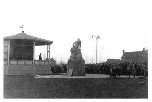 Beeldbank Wieringermeer Nr0295 Onthulling standbeeld Maaier 7nov1942