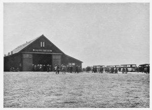 Cultuurschuur De Eerste in Wieringermeer, 1931. Een geliefde bestemming voor excursies naar de pas drooggevallen polder.