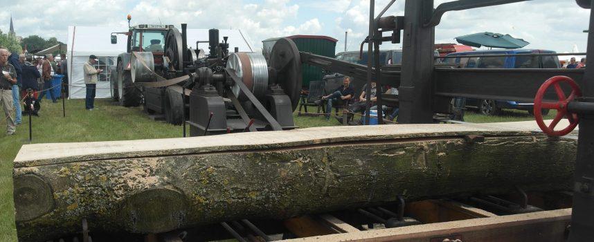 Oude Boomzaagmachine van 6 ton bij Oude Glorie op Wielen.