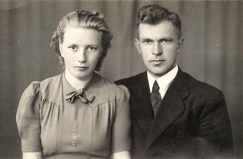 31 juli 1943, verlovingsfoto Emmy Vellinga en Catrinus Douma