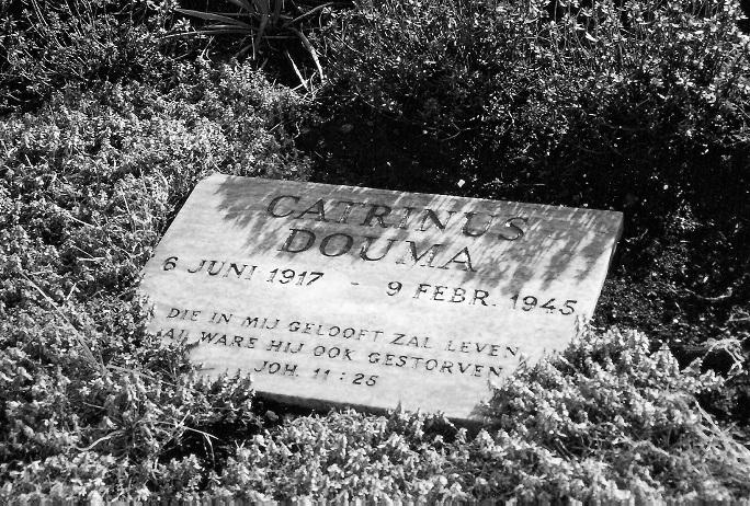 Gedenksteen voor Catrinus Douma op de Eerebegraafplaats Bloemendaal. Vindplaats: grafkuil A, gedenksteen 1.